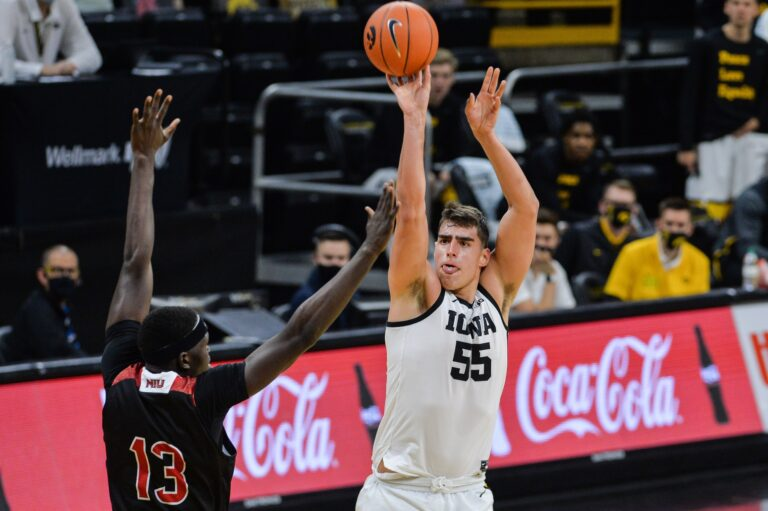 #1 Gonzaga at #3 Iowa Pick – NCAAB Picks, Lines, Vegas Odds (Dec 19)