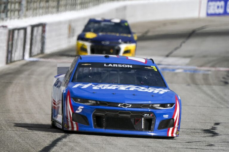 Free NASCAR Picks: Food City Dirt Race Prediction, Odds (Mar 29)