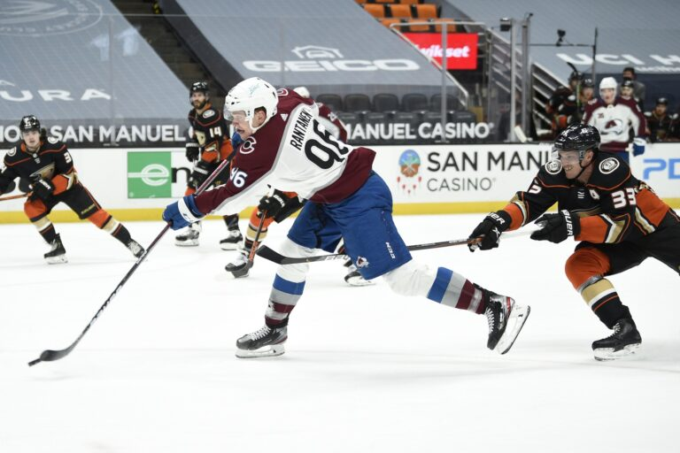 Free NHL Pick: Coyotes vs Avalanche Prediction & Lines (Apr 12)