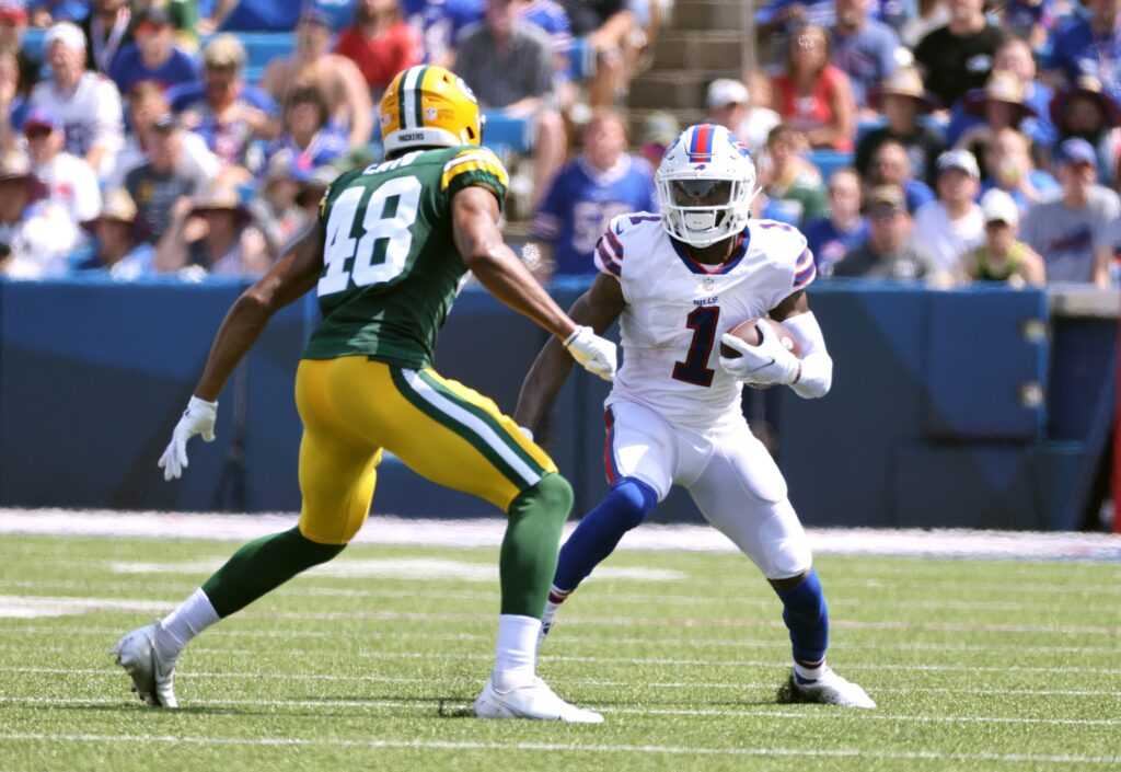 Bills receiver Emmanuel Sanders looks to beat Packer's Kabion Ento.  Jg 082821 Bills 21