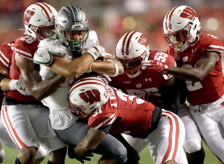 College Football Picks: Notre Dame vs Wisconsin Odds, Preview (Sept 25)