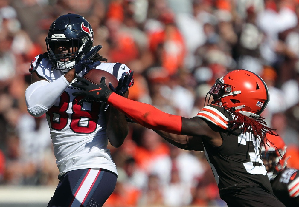 Houston Texans tight end Jordan Akins (88) brings down a pass for first down over Cleveland Browns defensive back Ronnie Harrison (33) during the second half of an NFL football game, Sunday, Sept. 19, 2021, in Cleveland, Ohio. [Jeff Lange/Beacon Journal]  Browns 17