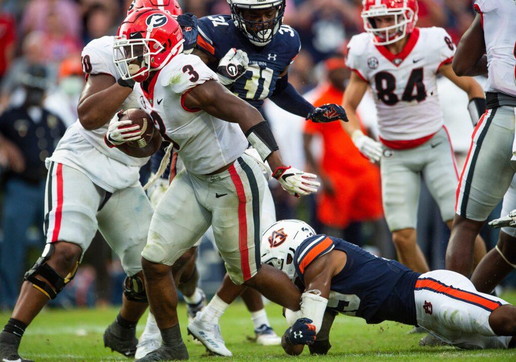 Georgia Bulldogs running back Zamir White (3) breaks free for a touchdown against the Auburn Tigers at Jordan-Hare Stadium in Auburn, Ala., on Saturday, Oct. 9, 2021.  Uaga19