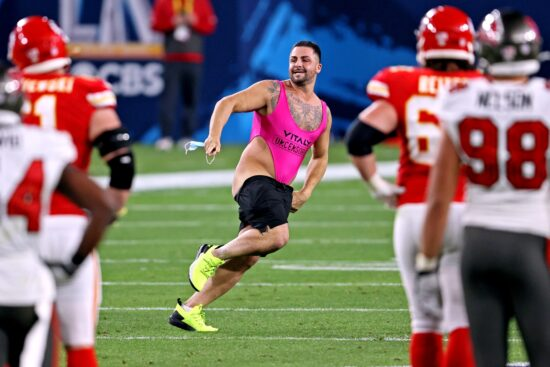 Super Bowl Streaker Collects Most of $375,000 Winnings at Bovada