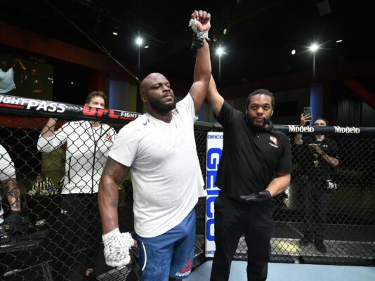 Derrick Lewis KOs Curtis Blaydes at the UFC Fight Night 185