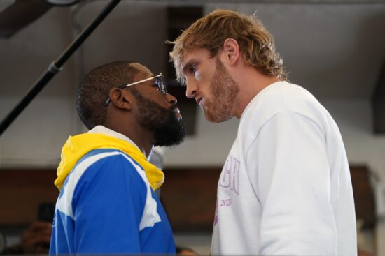 Sportsbooks Scrambling Over Last-Minute Mayweather vs. Logan Paul Rules