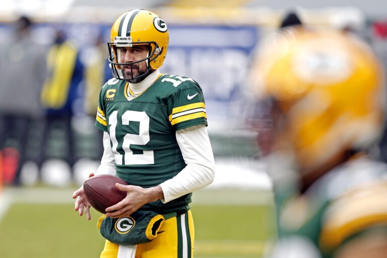 Aaron Rogers Smoothing Things Out With Green Bay, Receives a New Deal